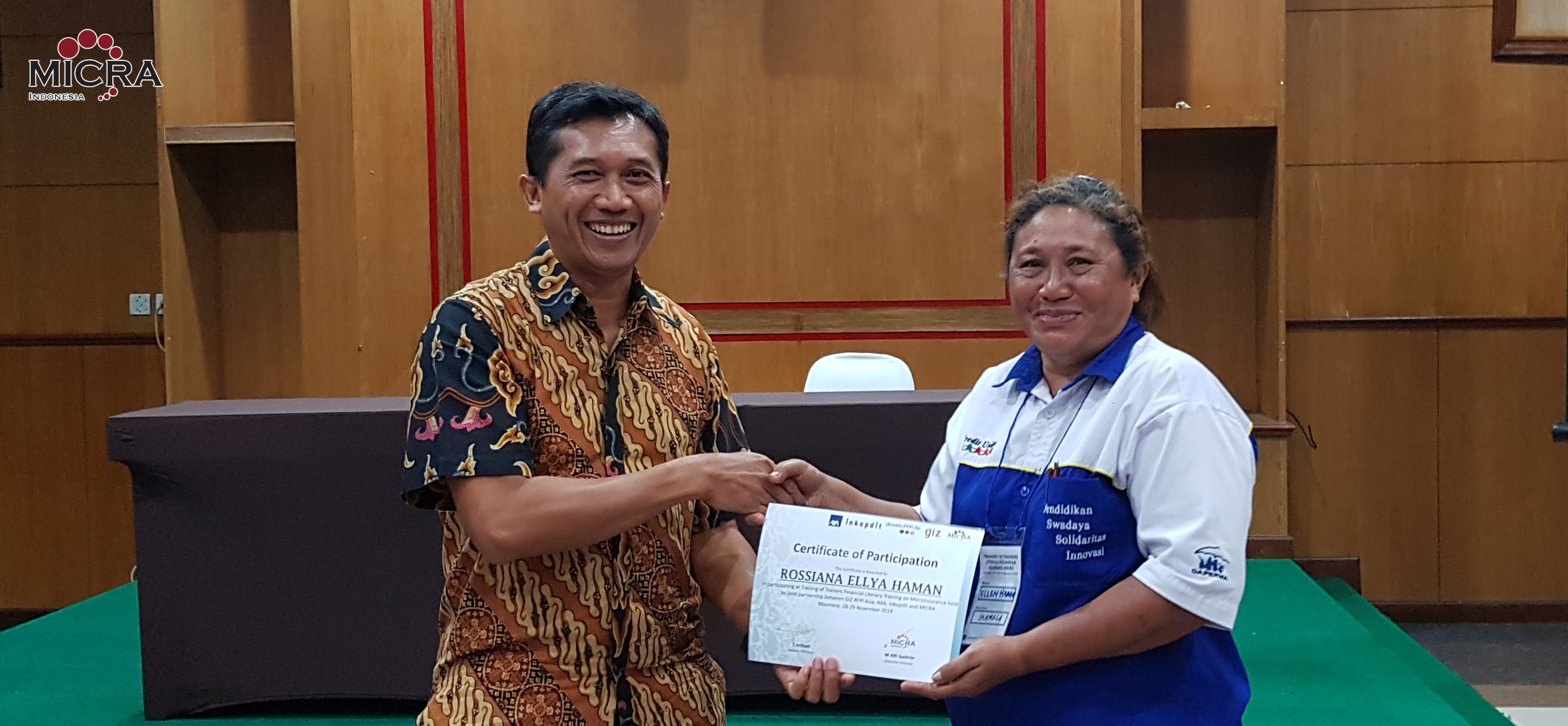 GIZ Indonesia gives certificates to ToT Maumere participant representative